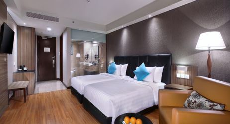 The Superior room is very warm, inviting, and cost and also offers a choice of a king-sized bed or twin beds. Offering both smoking and non-smoking options upon request fit for business and family holiday in Solo