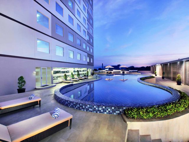 Aston kupang hotel convention center facilities services for Aston swimming pool opening times