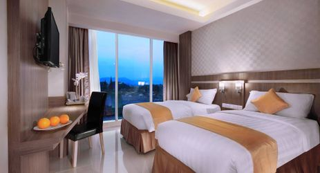 Clean and Comfortable Room with king and Twin size bed in Hotel in bandar lampung