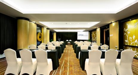 A medium sized meeting room for private gathering in the best hotel With exclusive interior