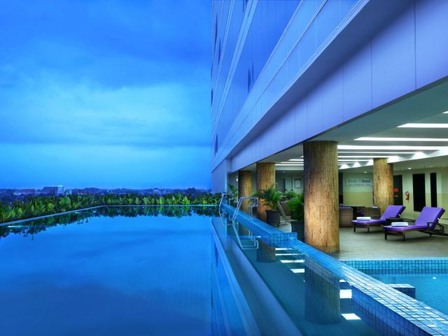Aston madiun hotel conference center facilities services for Aston swimming pool opening times