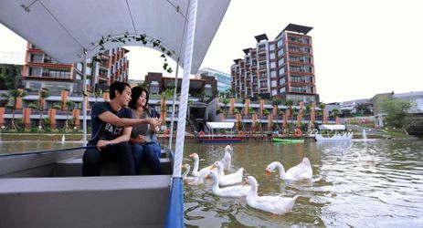 Boat riding is one of many outdoor activities which could be enjoyed while staying in the best hotel with exclusive mountain view in Sentul area