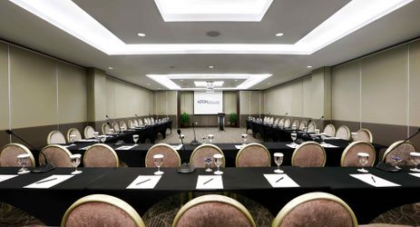 A perfectly fit meeting room for business gathering in general surrounded by mountain view in Sentul area
