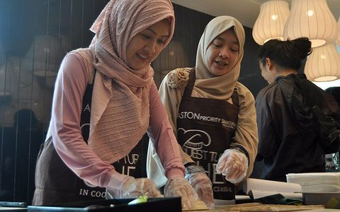 Guest Turns Chef at Aston Priority Simatupang