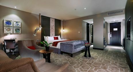 A spacious room with stylish room amenities to enjoy when staying in the best hotel in the center of business district in South Jakarta