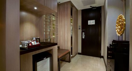 A simple, modernly designed living room for chatting when staying in the best hotel in the center of business district in South Jakarta