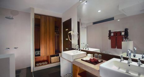 A spacious modern bathroom with international amenities in a beautiful resort to stay when visit gili trawangan island lombok for holiday