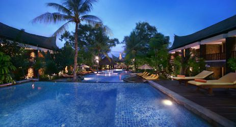 A huge swimming pool the largest in the island to chill out and soak under the clear blue sky in a bright sunny day in a beautiful resort to stay when visit gili trawangan lombok for holiday