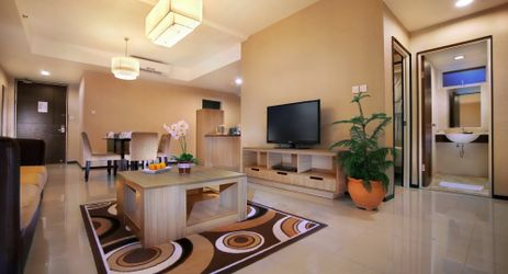 Enjoy your long trip in Balikpapan at our 3 bedroom apartments, ideal for families or for travelling companion. Equipped with superb spacious living room, kitchenette and dining table.