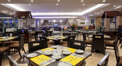 Come and enjoy our meals made with fresh ingredients at Batutulis Buffet & Open Kitchen.