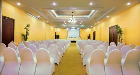 Aston Bogor can be considered as a place for meeting venues. Ballrooms or breakout meeting rooms are available and well equipped with all your meeting requirements