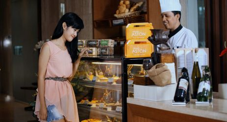 Cassia Cake Shop offers a superb selection of homemade treats including cakes and pastries