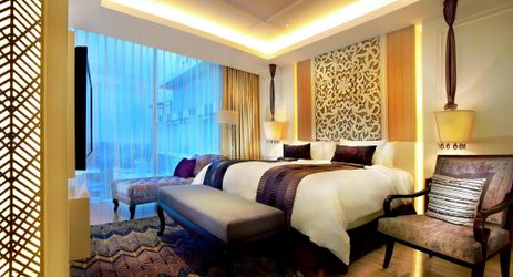 The spacious 94 sqm suites have a distinctly residential ambiance and include an inviting living room and a separate bedroom with a Western ambiance perfect for family and business people while staying in Yogyakarta
