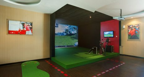 The first golf simulator in Medan, enjoy the thrill of a golf round without the inconvenience of travelling or disappointment of having to reschedule due to bad weather.