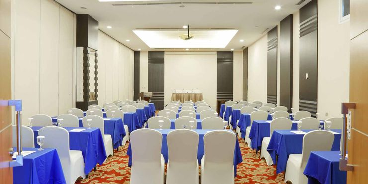 Aston jayapura hotel convention photo and gallery high ceiling ballroom to host business meeting workshop training or wedding birthday party junglespirit