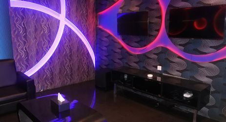 The Royale Karaoke provide 8 standard room & 2 VIP room with modern concept in each room