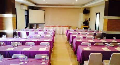 Spices Ballroom can accommodate up to 250 people with Classroom setup.