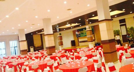 Spices Ballroom can accommodate up to 300 people with Round table setup.