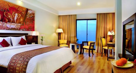 Our Superior rooms are designed for a relaxing retreat. Enhanced with the city view and high-speed wireless Internet