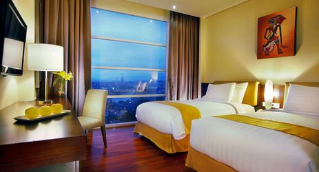 clean and comfortable room with queen size, twin bed and connecting door of a budget hotel to stay with family while holiday in Purwokerto