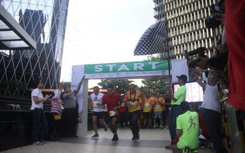 Vertical Run 2016 Presents Running Competition through The Building Staircase vertically