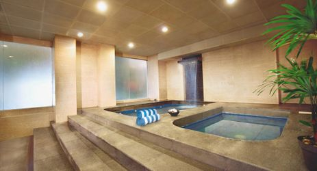 A cozy clean and comfortable whirlpool with hot or cold option to pampering body while have a business or holiday in Samarinda.