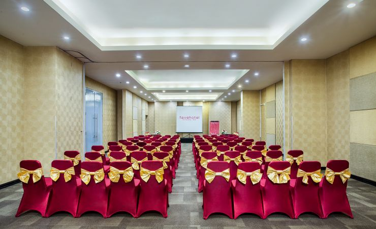 Saffron meeting room ready to accommodate your business meeting with 250 pax capacity in theater set up