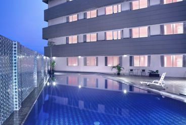 Favehotel jababeka facilities services for Swimming pool service software