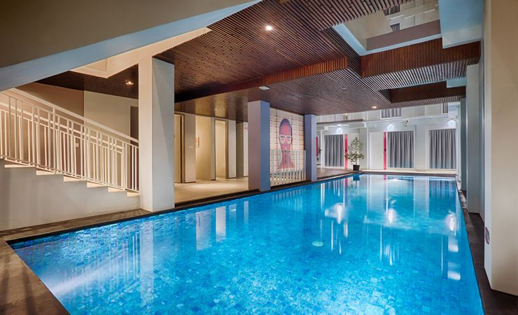 Our semi indoor swimming pool is situated near lobby area and surrounded by a broad and spacious deck furnished with sunbeds for relaxing & enjoy the sunny day.