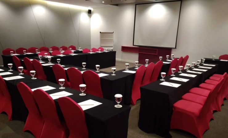 A spacious meeting room comfortably accommodates up to 75 people. Perfect for any celebratory occasions such as training, small meeting, as well as major business meetings and exhibitions.