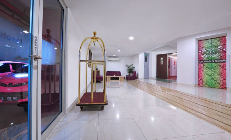 A unique, photogenic and beautiful lobby of budget hotel to stay in East Jakarta