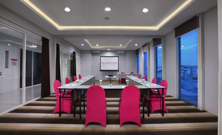 An Executive board room to make your business meeting in Surabaya