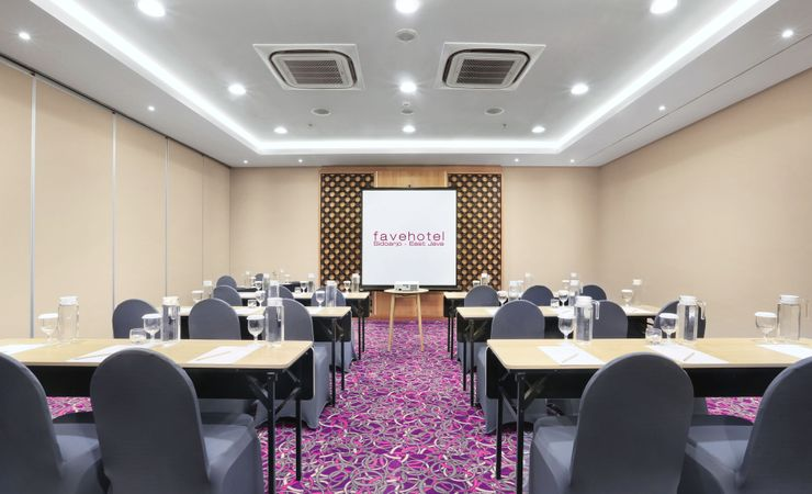 The 58 sqm of meeting room, well provided with table set up arrangement, meeting tools kit, Ac, and water dispenser for your refillable water during your meeting.