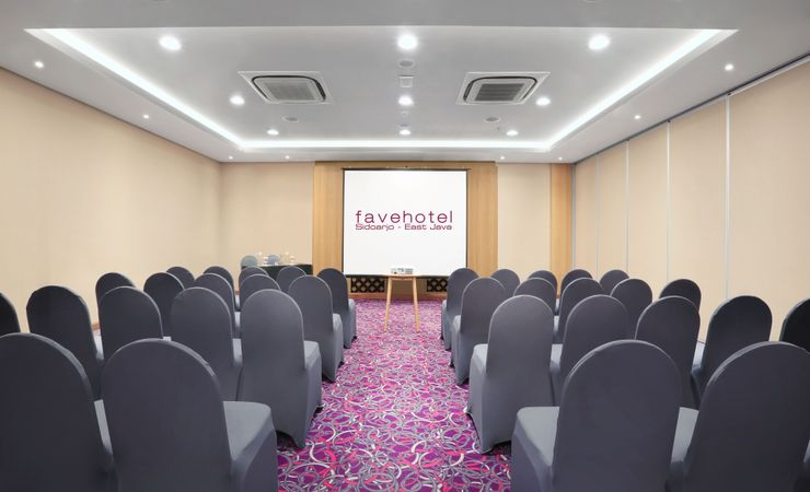 The 102 sqm of meeting room, well provided with table set up arrangement, meeting tools kit, Ac and water dispenser for your refillable water during your meeting.
