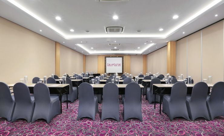 The 97 sqm of meeting room, well provided with table set up arrangement, meeting tools kit, Ac and water dispenser for your refillable water during your meeting.