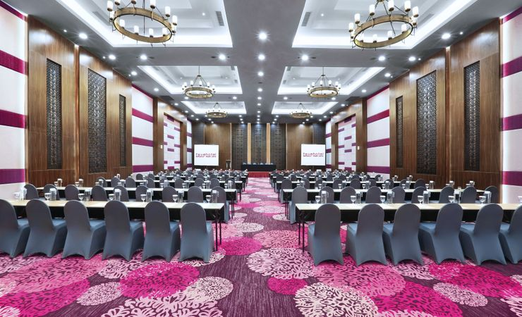 The 414.5 sqm of Ballroom, well provided with table set up arrangement, meeting tools kit and water dispenser for your refillable water during your meeting and event.