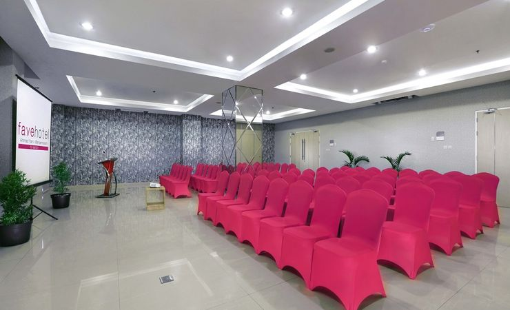 Theater Set up, it can be set up Classroom, Ushape or round table to host meeting, birthday and gathering