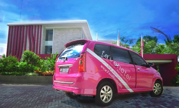 Airport and tranportation pick-up and transfer can be arranged upon request in favehotel Banjarbaru