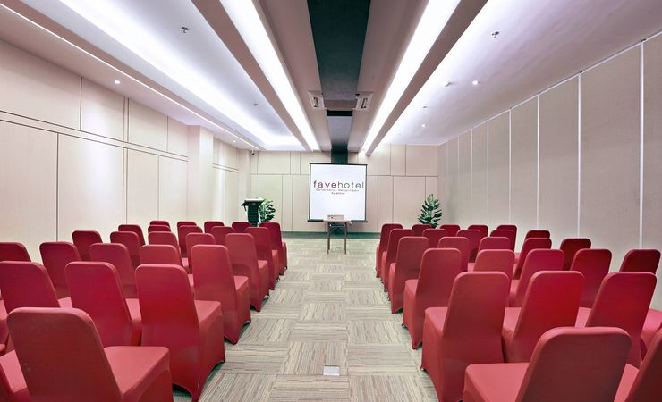 Medium-sized conference rooms (Wasaka) with flexible space for meetings or training sessions in Banjarbaru