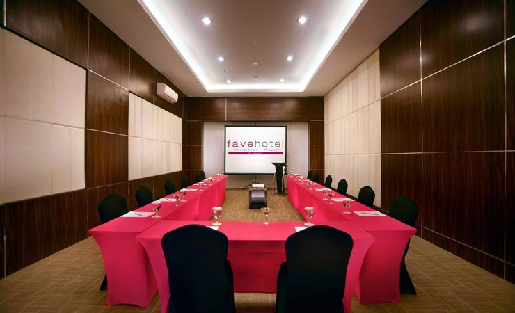 Large Meeting Room with maximum capacity 200 pax