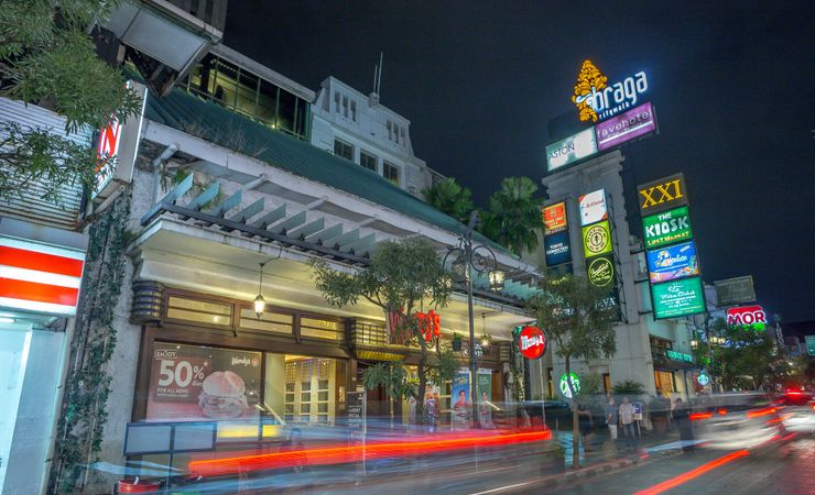 Located inside the popular Braga City Walk, strategically located in the heart of Bandung, one of the most historical street where the leisure and business meet.