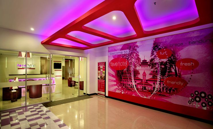 A modern style with most Magenta color. This is the right spot to give some shoot at the Lobby terrace in the heartbeat of Bandung