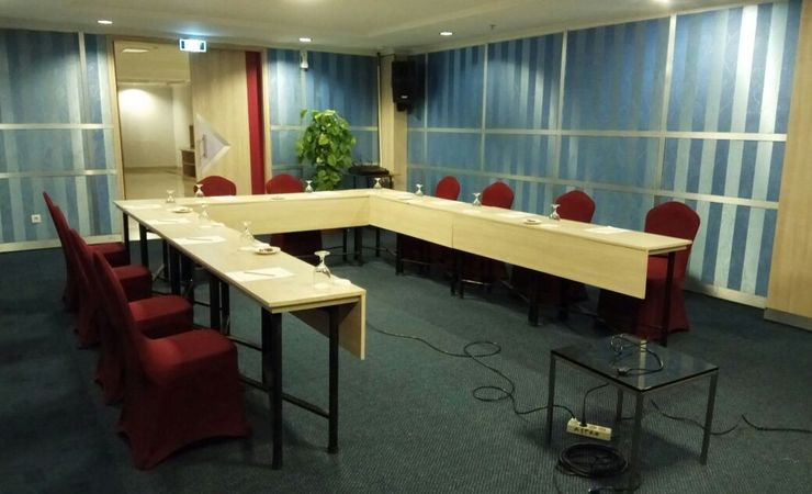 Small meeting room facilitating for meeting or training