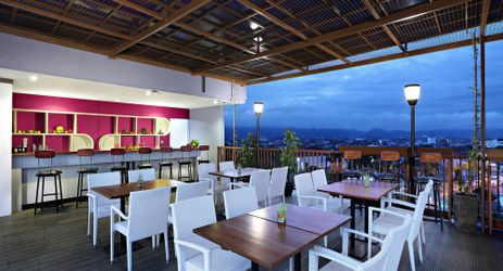 place you can stay with your lovely person with Teluk Penyu sea view from the roof top