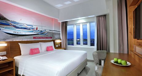Experience comfortable, with retro style, have private living room and best choice for leisure with view Teluk Penyu sea from the balcony and good speed wifi for business for budget hotel in Cilacap
