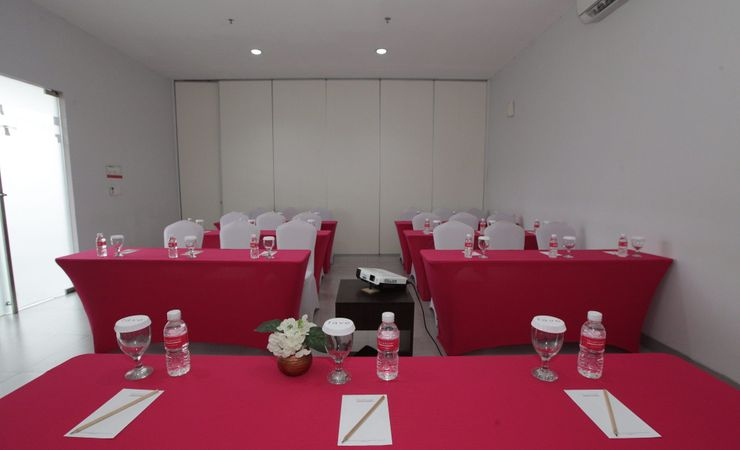 Ready to host meeting, training, or any reception with small scale