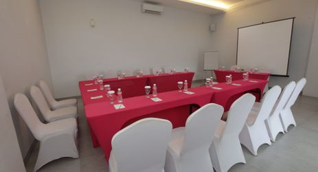 Ready to host meeting, training, or any reception with small scale.