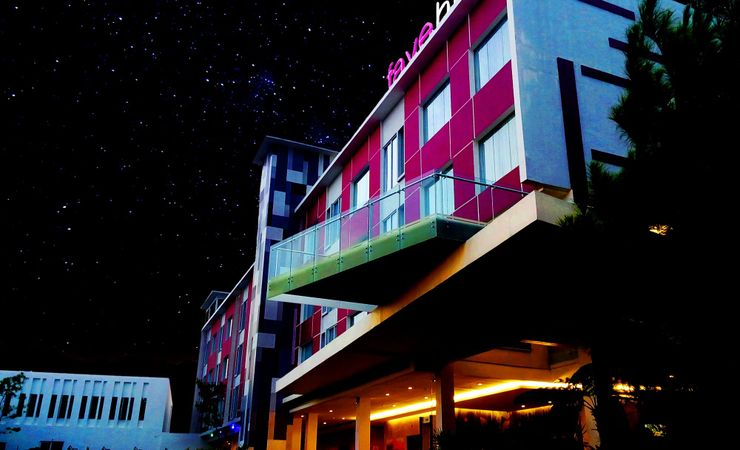 An hotel building with bright star, will make your night comfort.