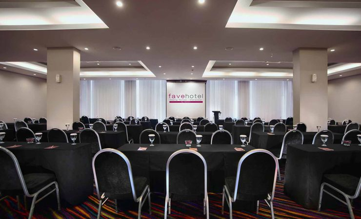 a spacious clean meeting room,completed meeting facilities of budget hotel in Makassar