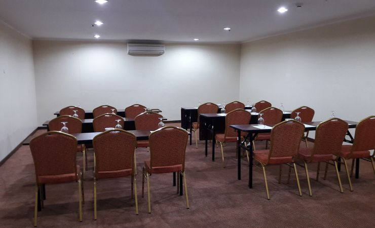 for private meeting with medium class can be held on this venue